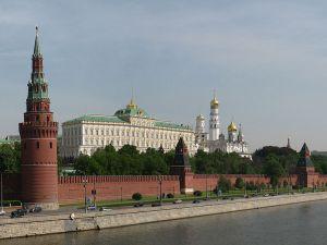 800px-Moscow_Kremlin_from_Kamenny_bridge-1